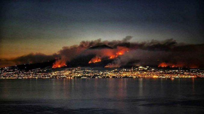 Napoli, Vesuvio in fiamme. Tutti gli aggiornamenti.