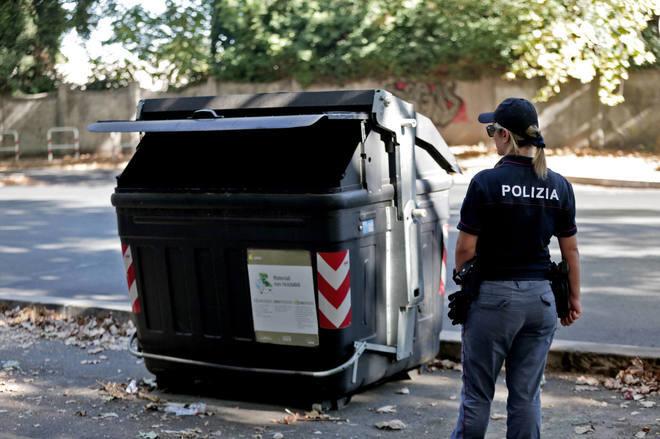 Roma, ritrovate delle gambe tagliate in un cassonetto
