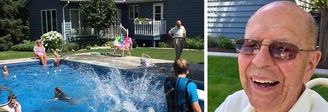 A 94 anni costruisce piscina in giardino. Il motivo commuove il web