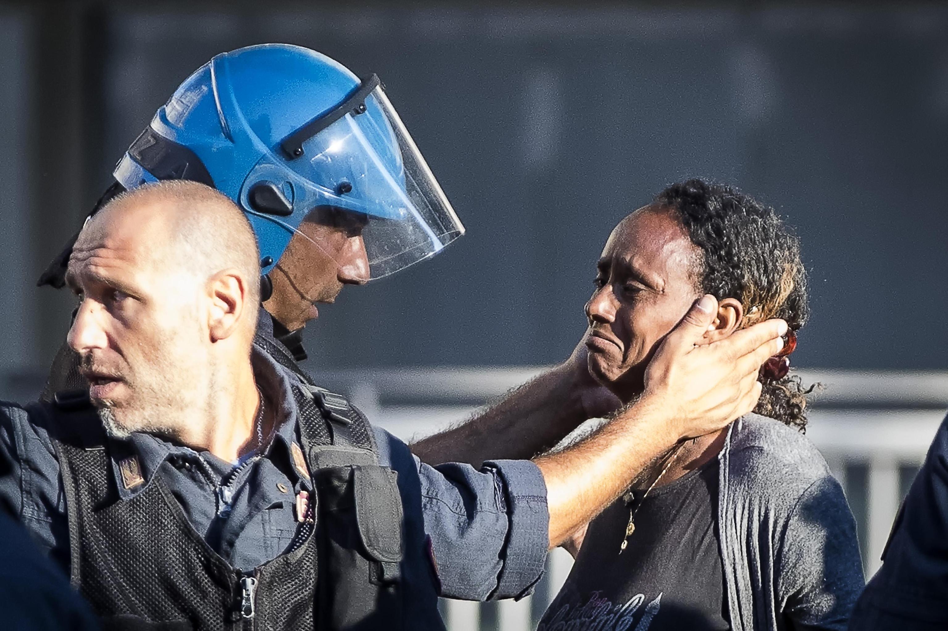 Roma: la carezza che da speranza nell'umanità
