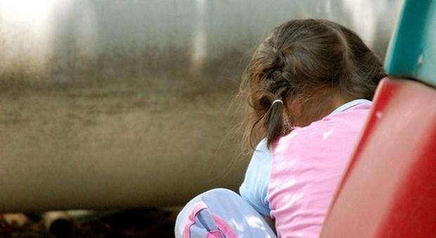 Violentano la figlia di 17 mesi: genitori condannati a 15 anni