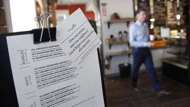 Canada: ristorante vieta l'uso dei dispositivi digitali