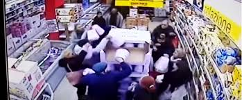 Video. Palermo: rissa al supermercato per Pandoro in offerta