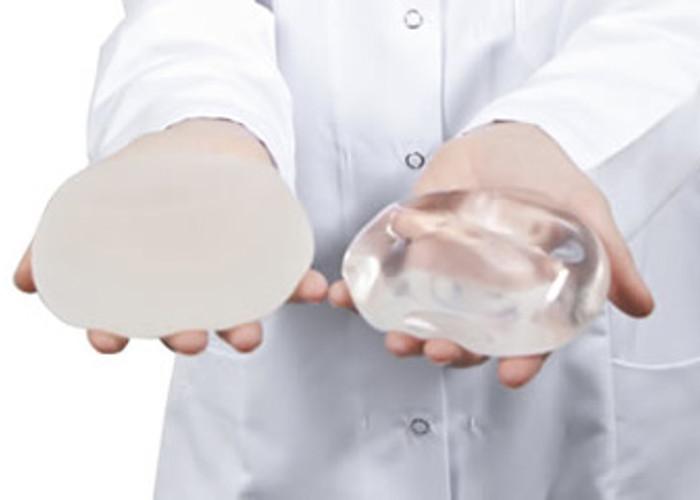 Sparatoria: donna viva grazie alla protesi al seno