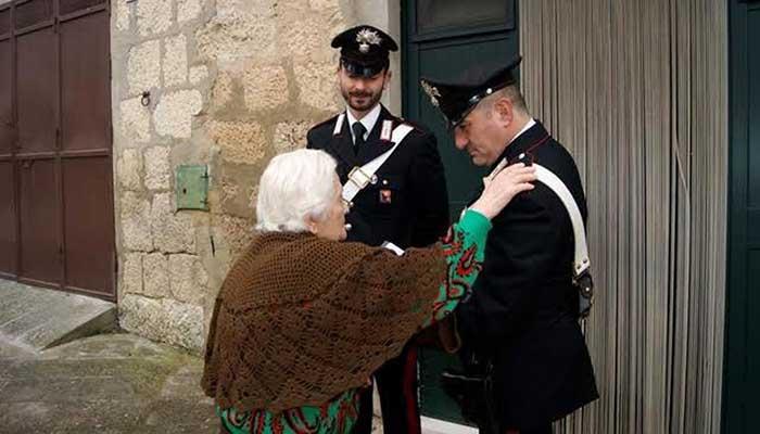 86enne chiama carabinieri: soffriva di solitudine