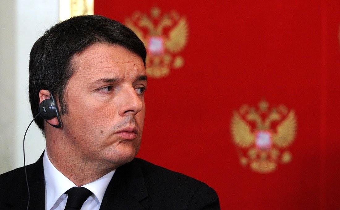 """Matteo Renzi contro Salvini: """"basta pagliacciate, dimettiti"""""""